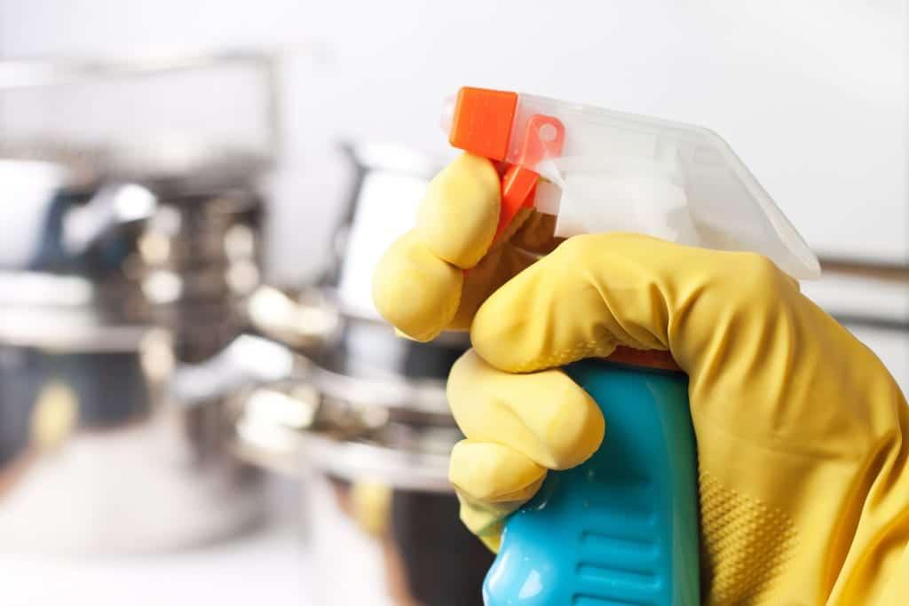 Cmo limpiar los azulejos de la ducha de forma profunda