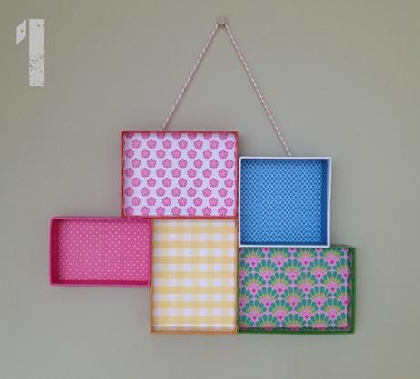 manualidad niños 2 DIY: Una estantería con tapas de cajas empapeladas by Terrón de Azúcar