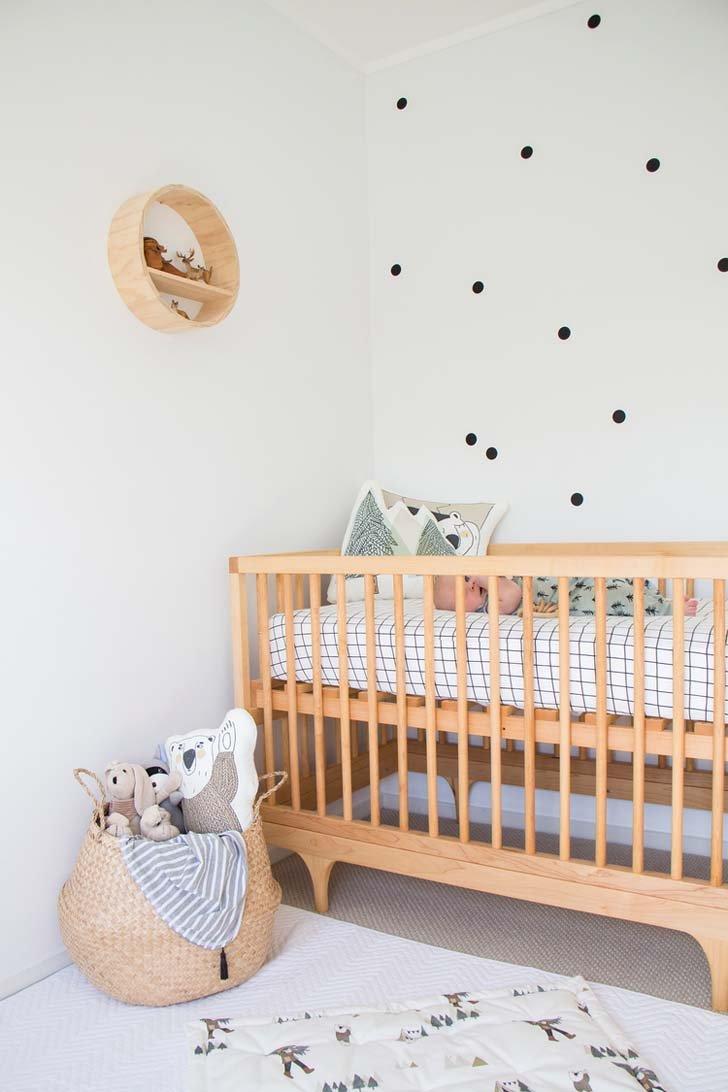 Habitacin de beb en estilo escandinavo y natural