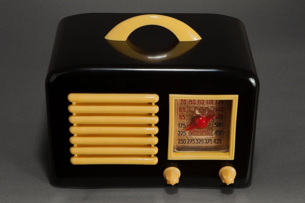 General Television 5A5 Bakelite Radio Black  Mustard Yellow  Radios  Decophobia  20th