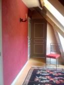 Couloir rouge - enduit décoratif fait maison