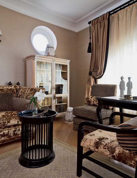 Traditional Home Decor Style For Large Apartment Decorating In Moscow