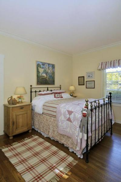 country farmhouse bedroom decorating ideas Nation Home Decorating Concepts Making modern day decor with Old Farm Vibe