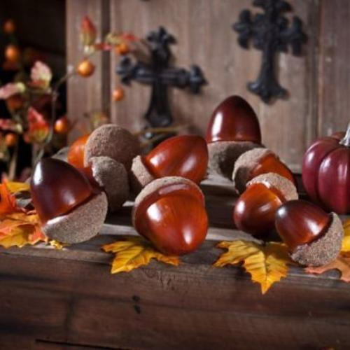 25 Acorn Table Centerpieces Bringing Natural Feel Into Simple Fall Decorating