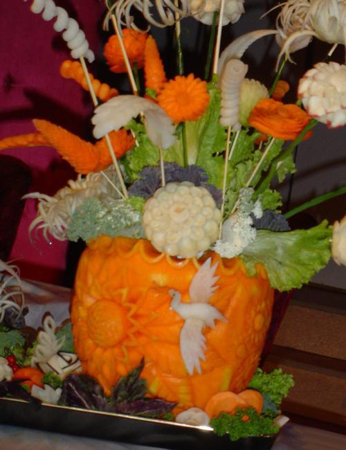 Floral Pumpkin Centerpieces and Creative Table Decoration