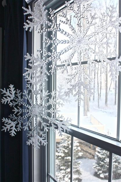 See more ideas about black and white living room, decor, white living. 33 Ways to Use Snowflakes for Winter Home Decorating