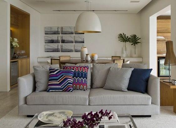 Sala com sof cinza