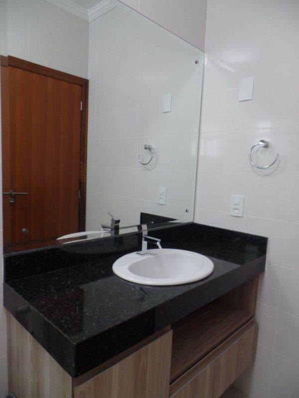 Banheiros com Mrmore Pia Bancada Piso e Parede