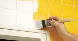 Pintar los azulejos del baño para redecorar