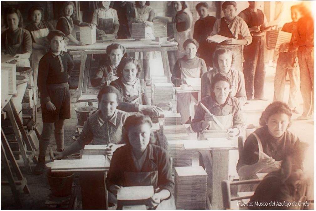 mujeres trabajando azulejos fotos antigua