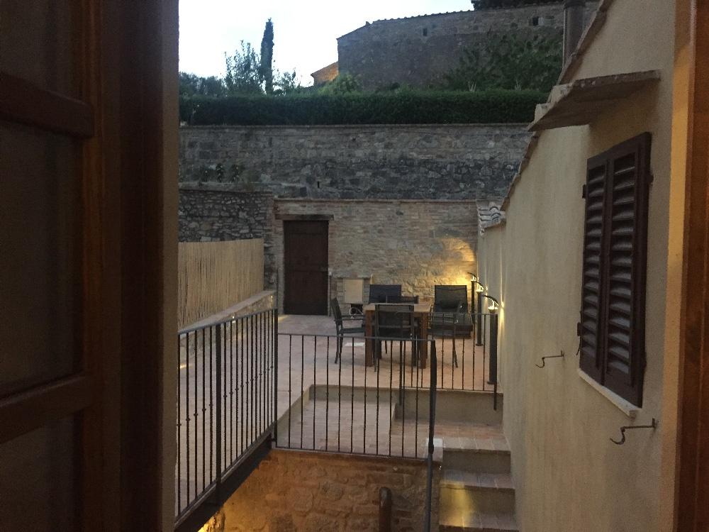 casa del medio evo en san gimignano la toscana italia