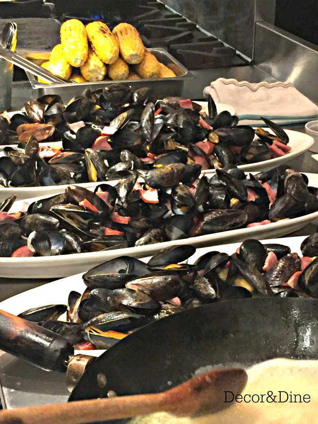 Preparing the mussels