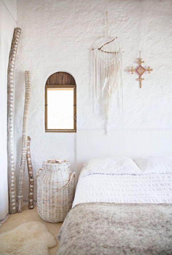 Elementos decorativos en blanco y madera