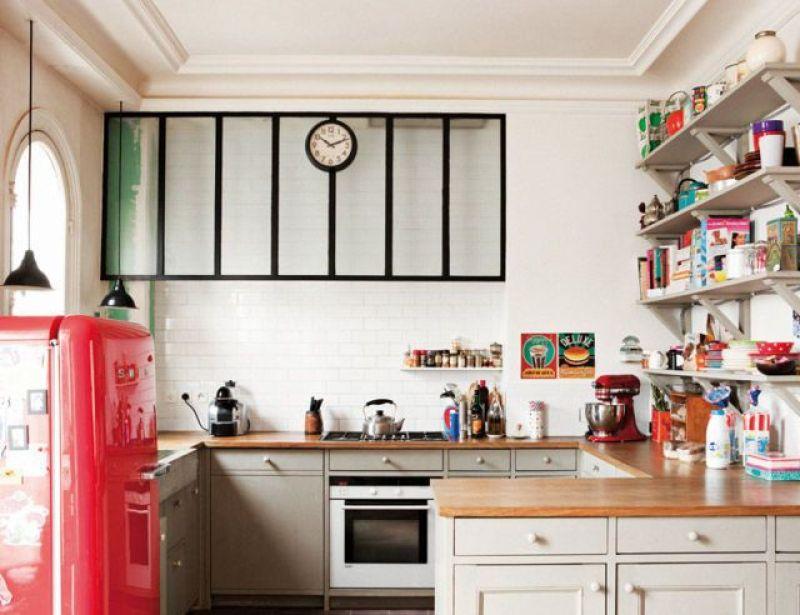 Frigorífico rojo para la cocina