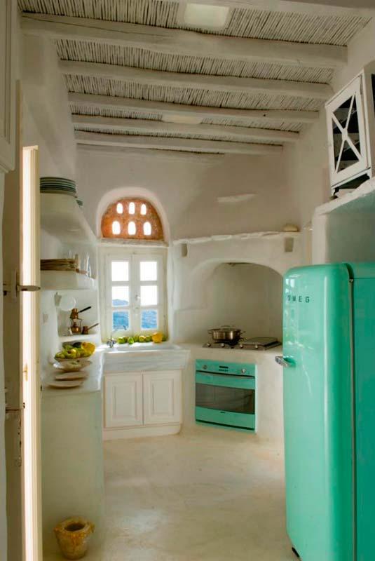 Blanco y turquesa para una casa en Grecia