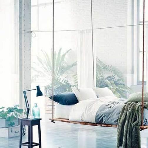 Dormitorio con cama colgante