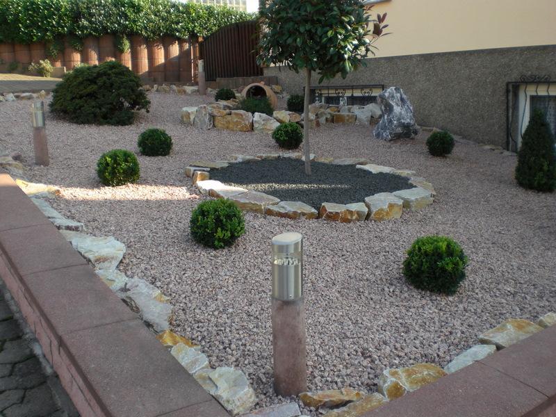 decoration jardin cailloux