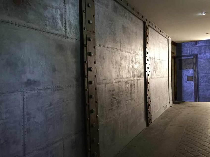 décoration de style industriel murs métal rivetés