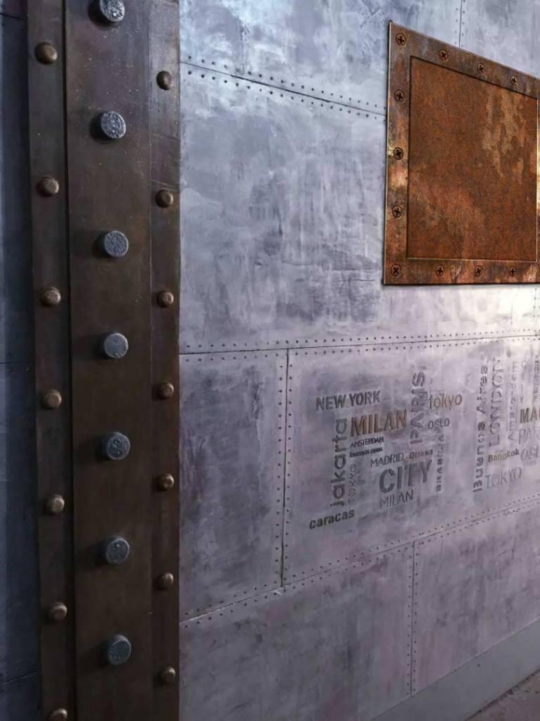 murs métallisé avec également des IPN de style Eiffel 1900 et aussi des pochoirs en relief