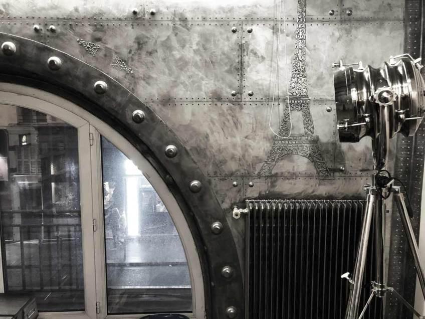 restaurant mur métal riveté et boulonné style industriel
