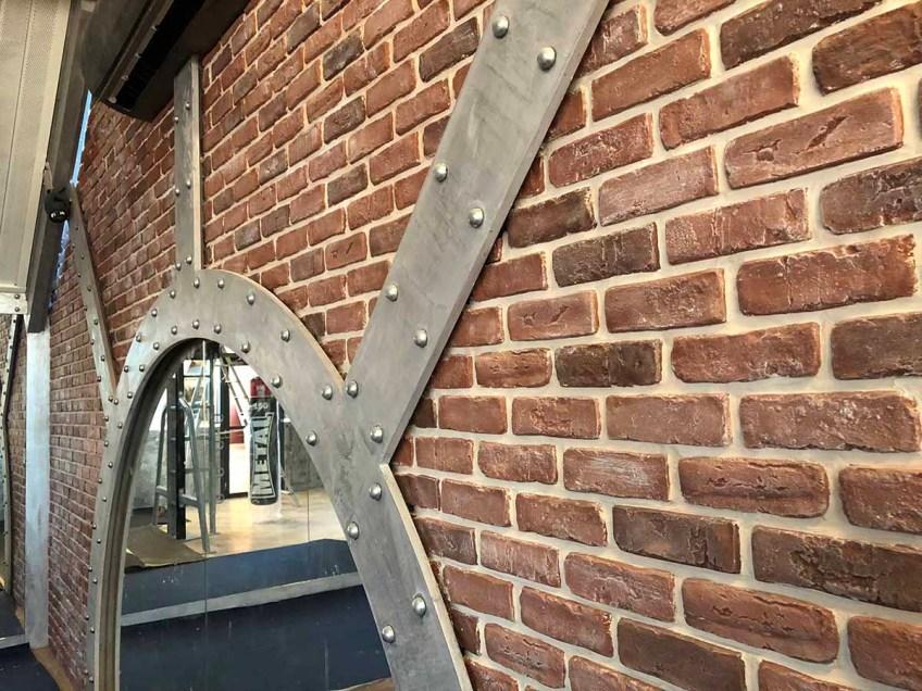 salle de boxe style industriel mur de briques