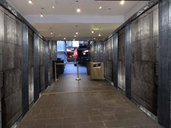murs industriels avec des murs metal rivetés