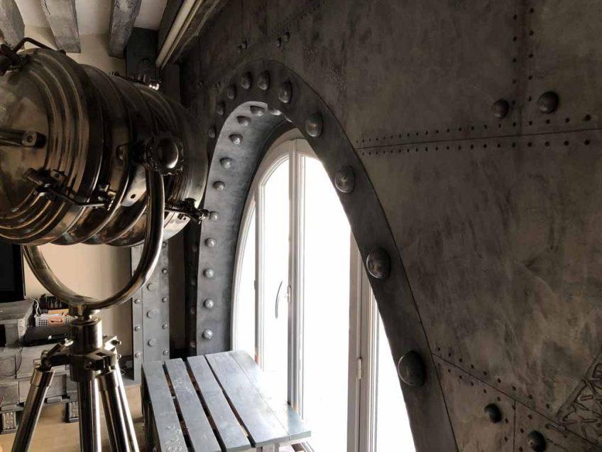 arche style Eiffel avec des murs metal boulonnés