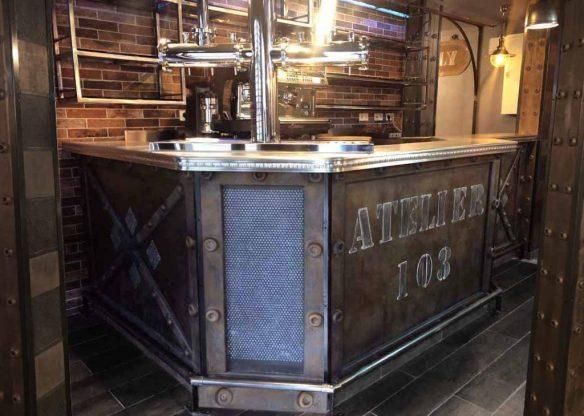 devanture bar entièrement retravaillé avec relief ajouté et oxydé