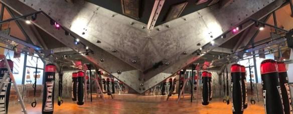 decoration salle de musculation poutres métallisées style Eiffel