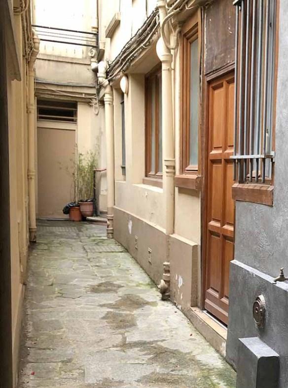 cour immeuble avant travaux