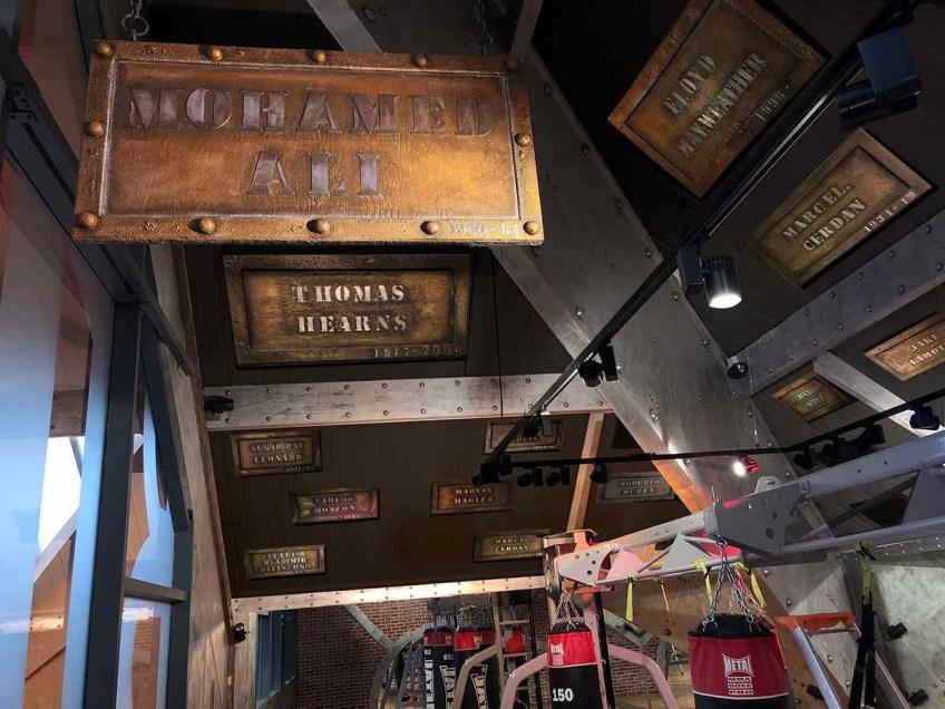 décorateur d'intérieur murs industriel salle de boxe support BA13 enseignes professionnelles murs métal restaurants, brasseries décorateur d'intérieur BA13