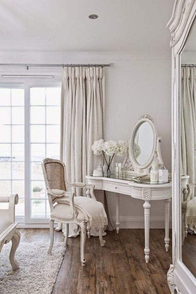 Décorateur style shabby chic mobilier Louis XV