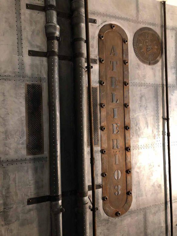 Décoration plateaux de télévision murs métal