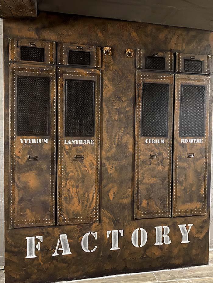 décor escape game industriel et steampunk