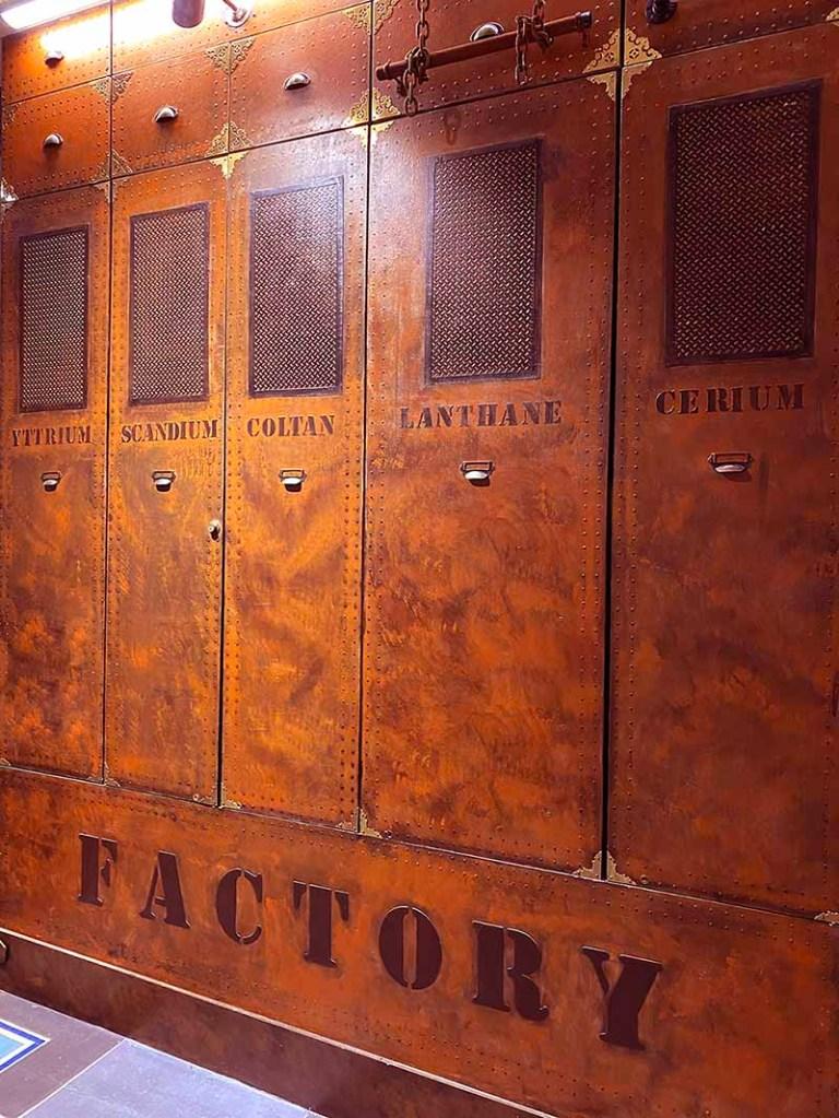 artiste peintre décorateur placard style industriel inspiration louis vuitton