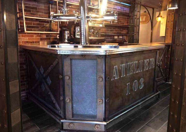Rénovation restaurant style industriel bar customisé Eiffel