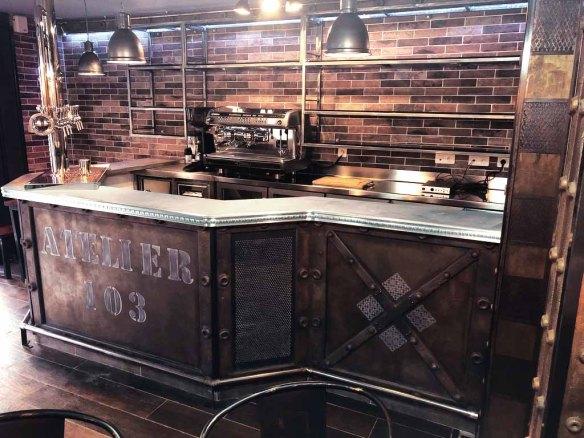 comptoir bar professionnel industriel style industriel et style Eiffel