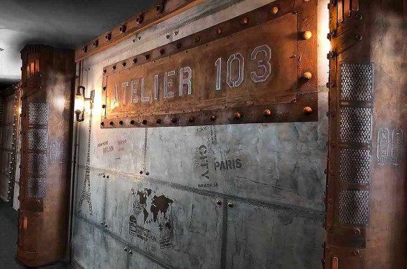 décoration de bar style industriel murs métal enseignes et IPN style Eiffel