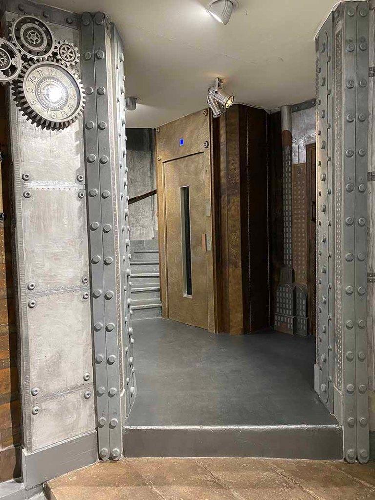 Décoration style Eiffel décorateur restaurant murs métal style industriel et IPN style Eiffel