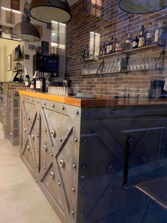 comptoir bar industriel métallisation et style Eiffel ajouté riveté et boulonné