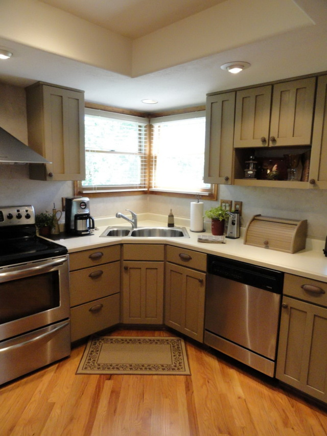 And while you're at it, why not dye the whole thing with a new and brighter color? 23 + Budget Friendly Kitchen Design Ideas - Decoration Love