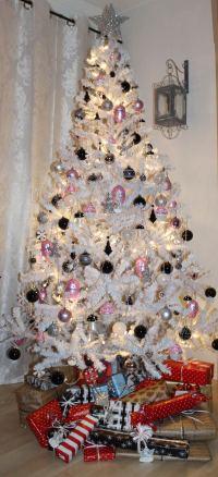 40 Sparkling Silver Christmas Decorations Ideas ...