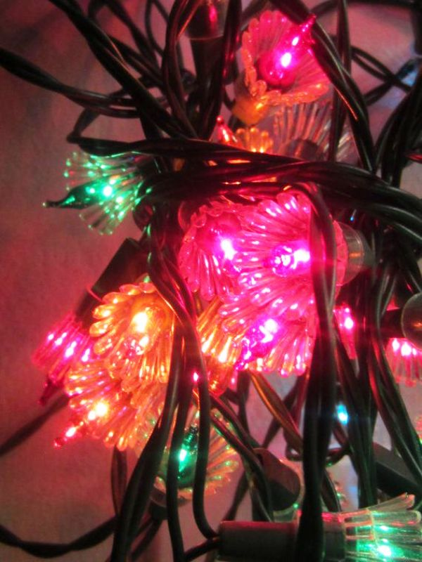 25 Prity Christmas Lights Decorations You Can Copy