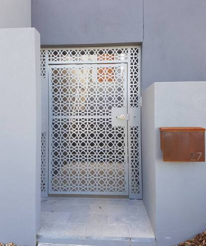 Lace Circles Decorative Gate