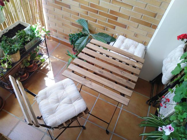 muebles de jardín en la terraza