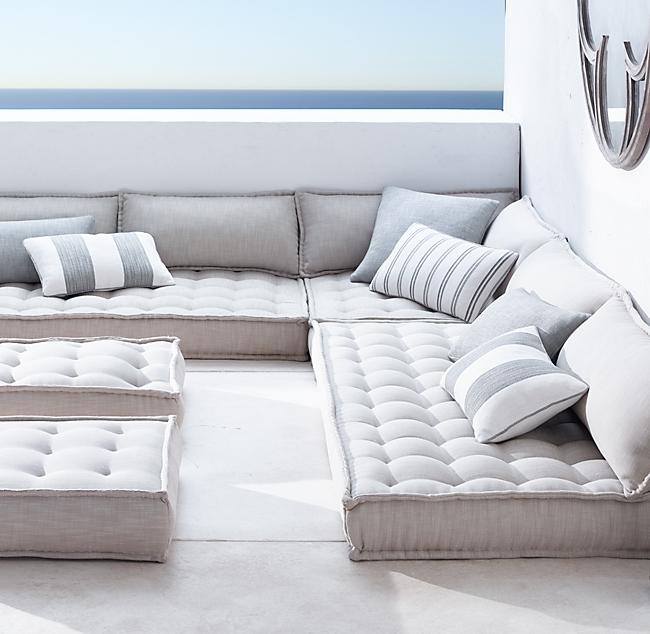 asientos en el suelo en una terraza de estilo moderno