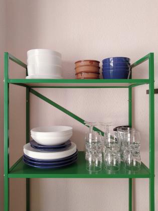 procura no atiborrar las baldas a la vista en una cocina: DESPUÉS