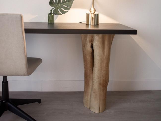 escritorio con pata de tronco al natural