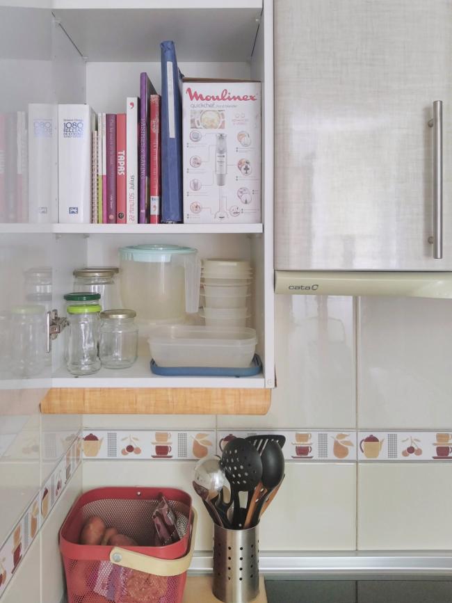guardo mis recetarios en un armario de la cocina