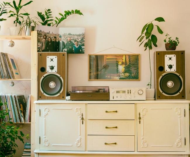 salón con estética vintage